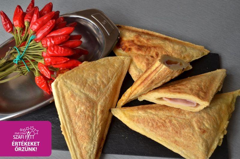 Kohlenhydratreduziertes (1 Dreieck enthält nur 0,3 g Kohlenhydrat!), ölsaatenfreies und glutenfreies warmes Sandwich